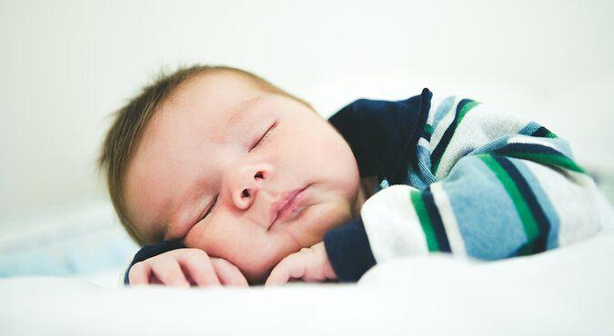 Cuánto debe dormir un bebé recién nacido