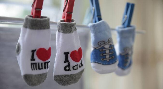 ¿Cómo debo lavar la ropa de mi bebé?
